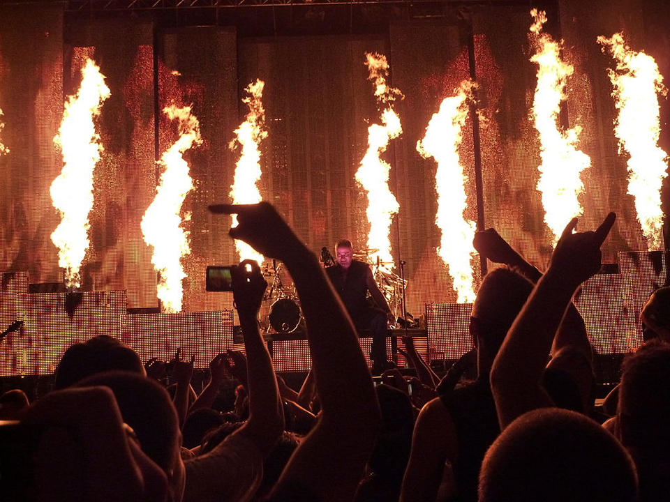 1024px-Disturbed_-_Inside_the_Fire_live-1