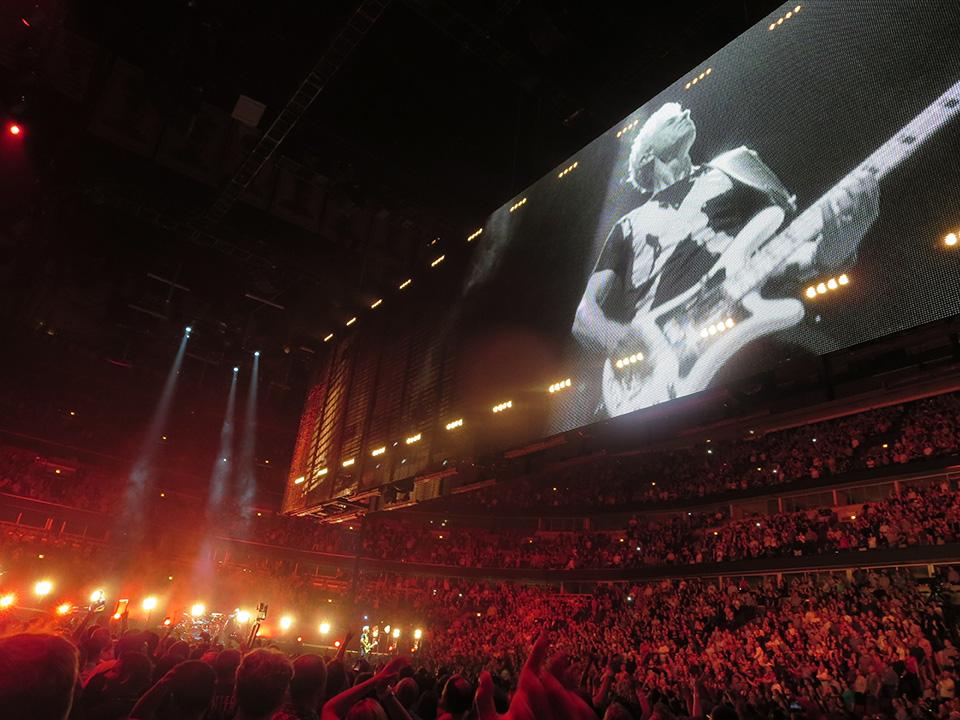 U2_video_cage
